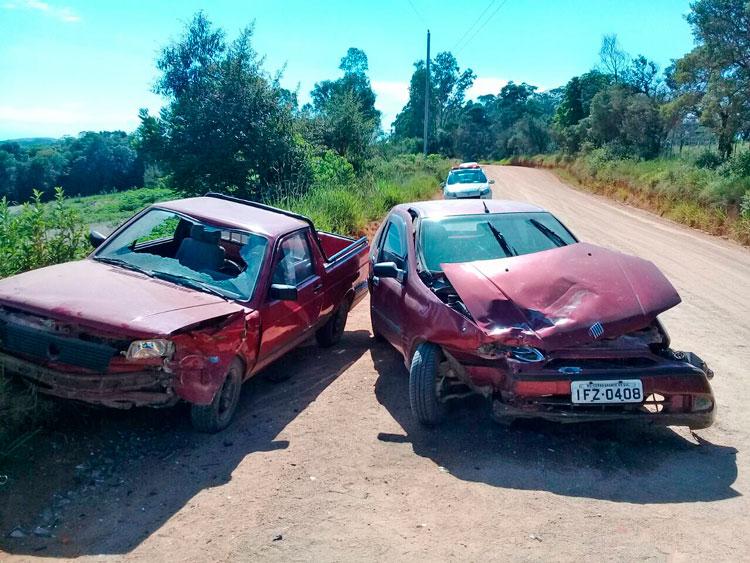 Acidente entre Pálio e Saveiro deixou duas mulheres feridas