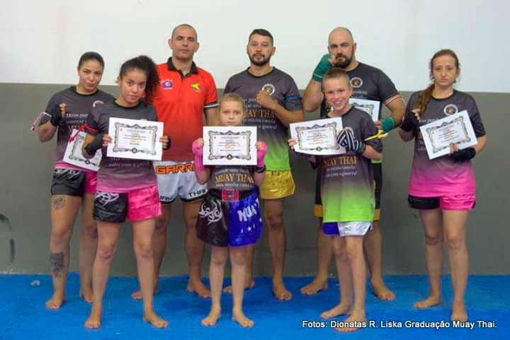 Atletas da equipe Pride de Muay Thai conquistam graduações