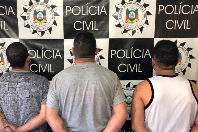 Homens são presos em flagrante enquanto clonavam veículo em Porto Alegre