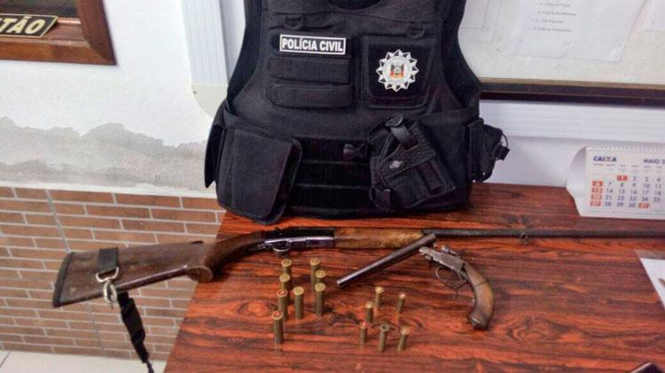 Homem preso com armas no interior de Mariana Pimentel
