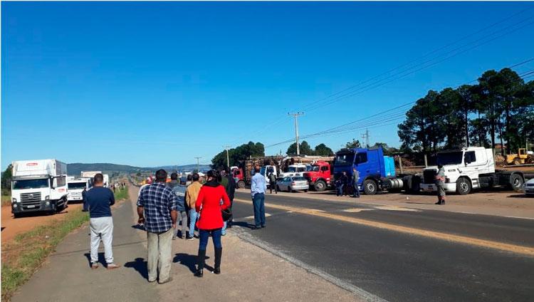 Caminhoneiros seguem mobilizados e movimento ganha força