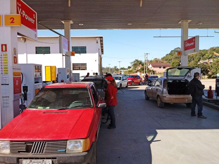 Gasolina deve acabar nos postos da região nesta quinta