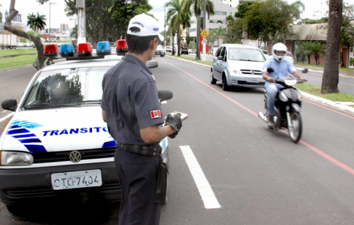 Motoristas que atrasarem IPVA serão inscritos no SERASA