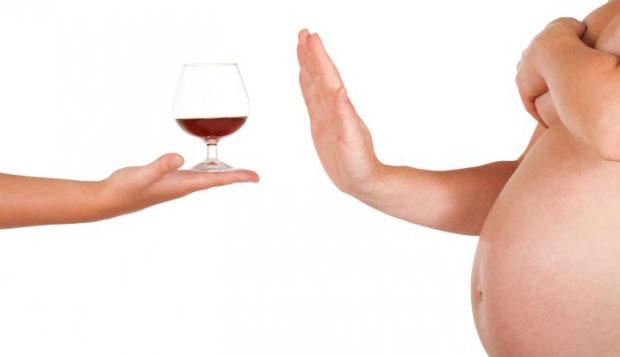 Uso do álcool na gravidez pode causar danos irreversíveis ao bebê