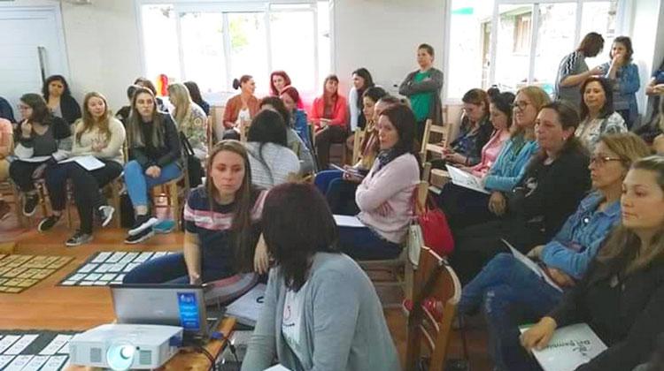 Educadores camaquenses participam de curso de formação Montessori em Farroupilha