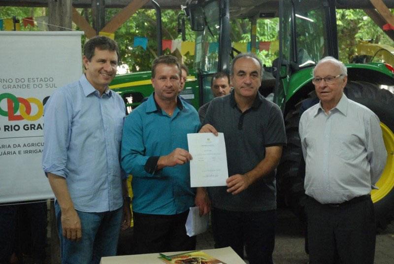 Município da região receberá trator via Seapi e deputado Marcon (PT)
