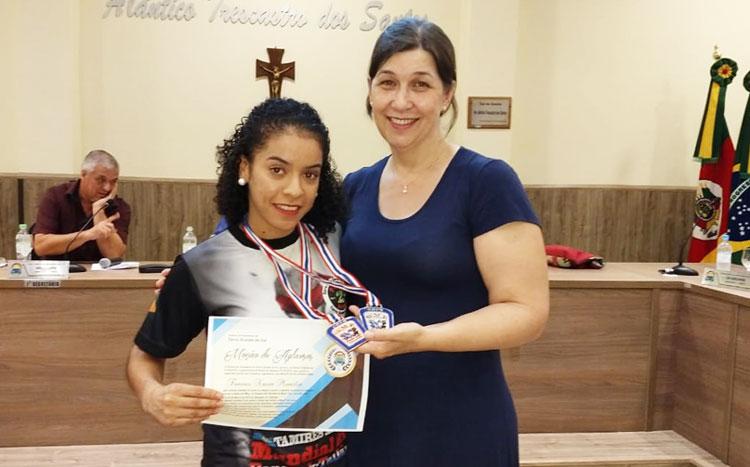 Câmara apresentou Moção de Apaluso a atleta Tamires