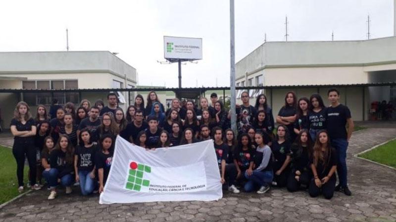 Estudantes do IFSul Camaquã protestam contra Governo Bolsonaro