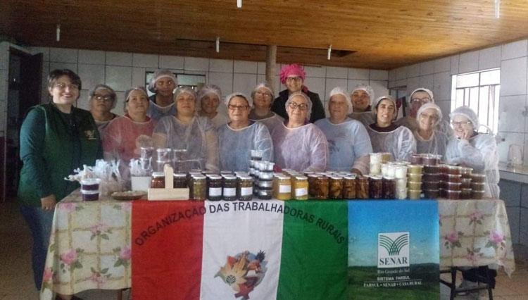 Mulheres de Potreiro Grande participam de curso sobre processamento de frutas