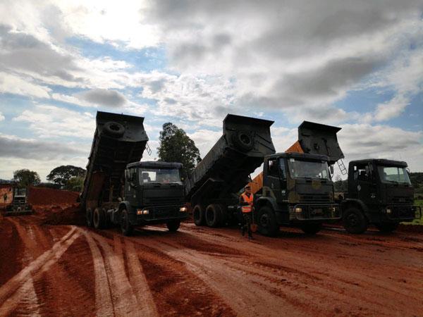 Exército aproveita as boas condições climáticas e acelera obras de duplicação da BR-116