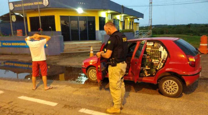 Camaquense é preso com veículo carregado de cigarros contrabandeados