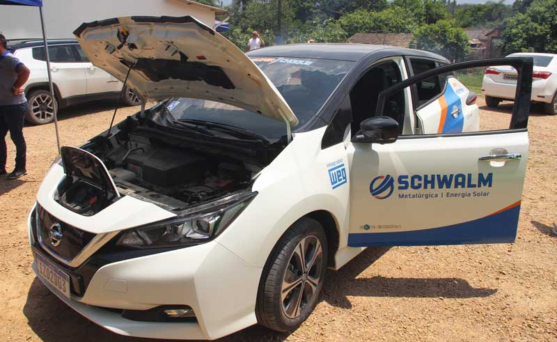 Metalúrgica Schwalm apresenta carro elétrico e usina fotovoltaica