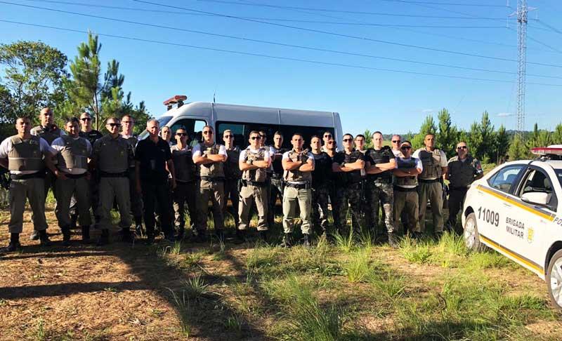 Policiais militares recebem instrução de uso do fuzil 5.56