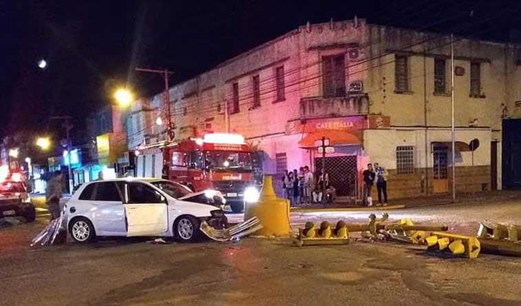 Acidente de trânsito destruiu a sinaleira em Camaquã